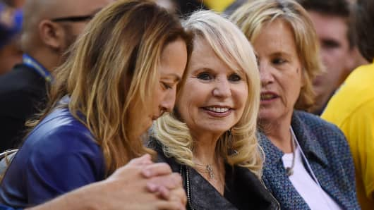 Shelly Sterling (C), the wife of Donald Sterling owner of the Los Angeles Clippers, watches the Clippers against the Golden State Warriors in Game Four of the Western Conference Quarterfinals during the 2014 NBA Playoffs at ORACLE Arena on April 27, 2014 in Oakland, California.