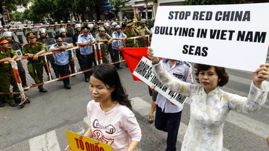 Anti-China protesters march while shouting slogans in Ho Chi Minh City, May 11, 2014.