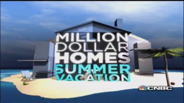 Summer showdown: Ocean Cottage vs. Coastline Condo