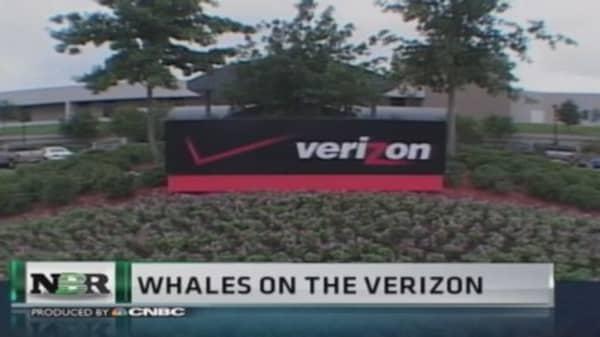 Investors take stakes in Verizon