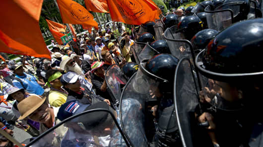 Thai anti-government protesters face off with Airforce military
