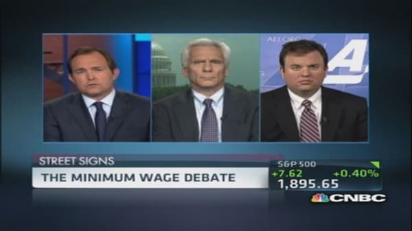 Should US raise minimum wage?
