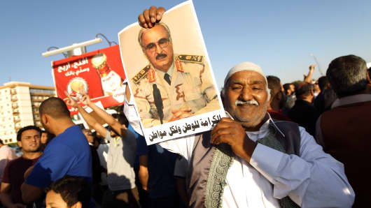 A Libyan carries a portrait of retired general Khalifa Haftar during a rally in support of the rogue former general whose forces have launched a 'dignity' campaign to crush jihadist militias on May 23, 2014 in Benghazi, eastern Libya.