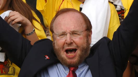 Tampa Bay Buccaneers owner Malcolm Glazer before play against the Chicago Bears November 27, 2005 in Tampa.