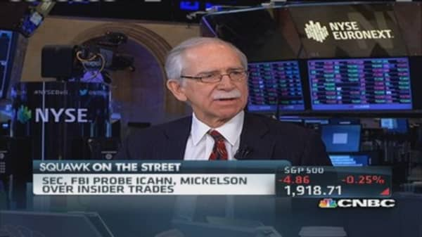 Fmr. Judge: Smoke with Icahn, Mickelson probe