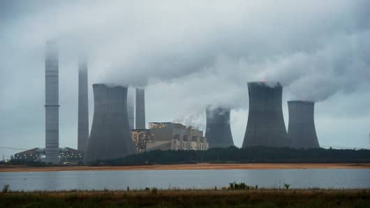 USA energy head urges incentives to help coal, nuclear power plants