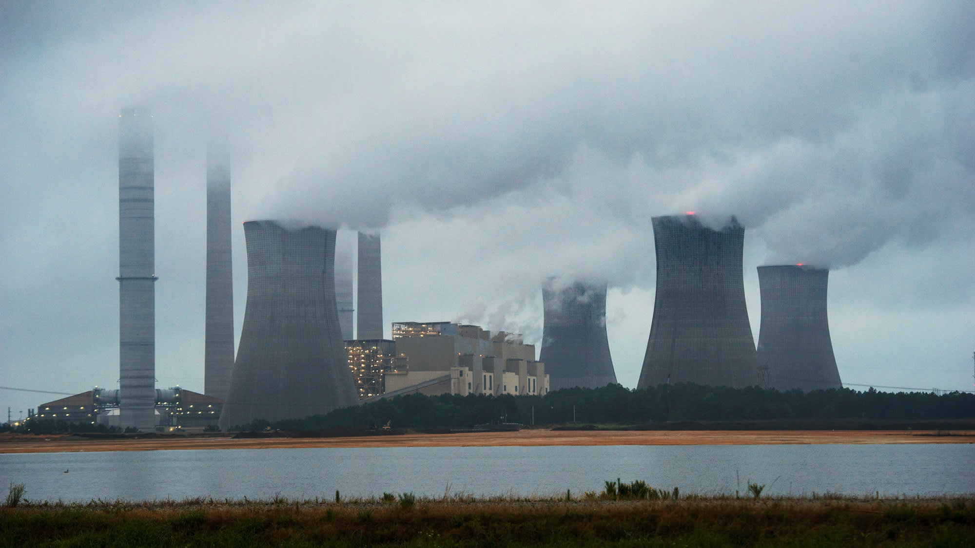 Energy Dept proposes power pricing that may boost coal nuclear plants