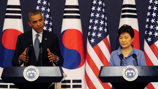 U.S. President Barack Obama and South Korean President Park Geun-Hye attend a joint press conference in Seoul
