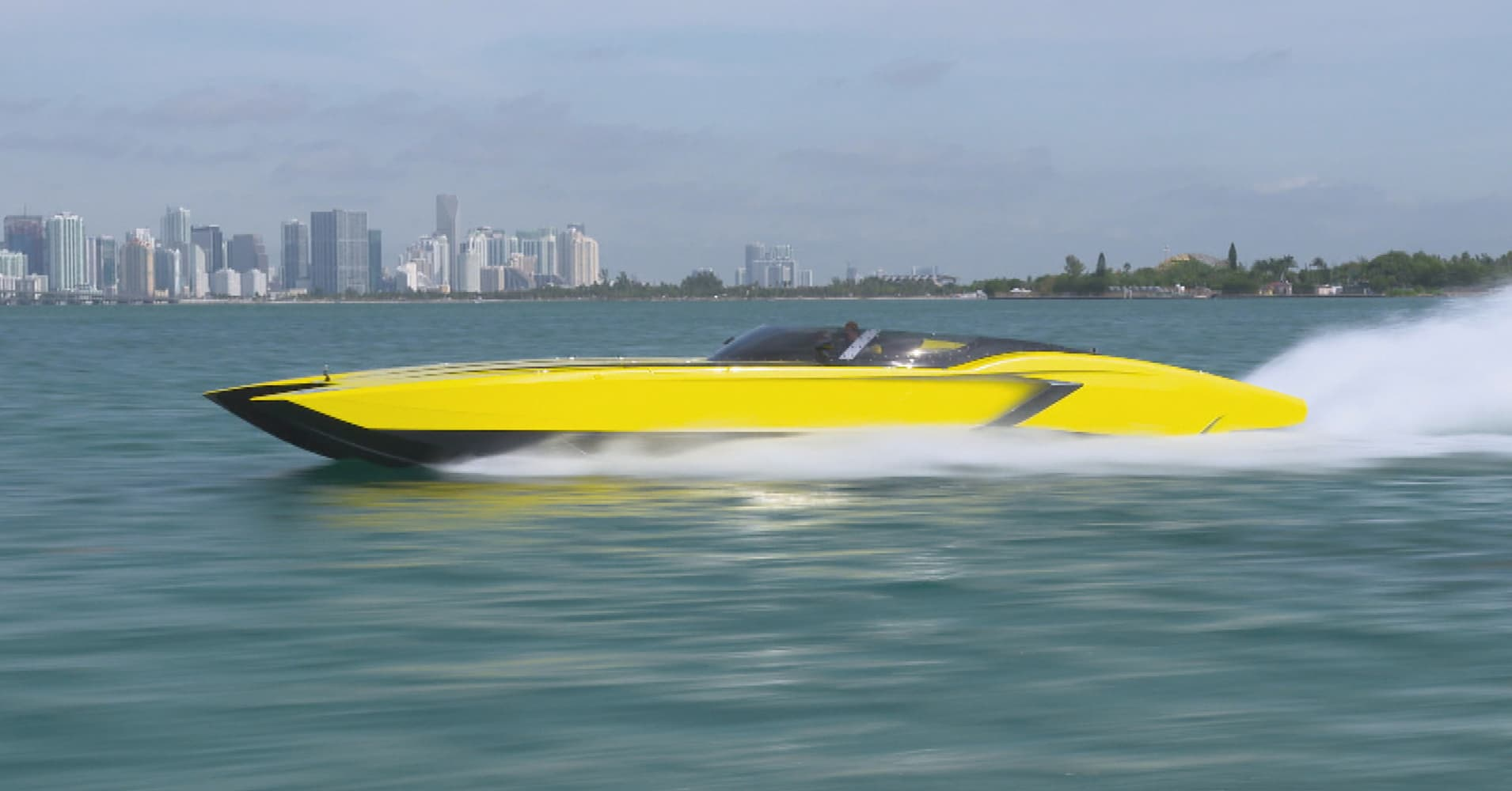 Lambo vs \u0027Lamboat\u0027 Pitting supercar vs superboat