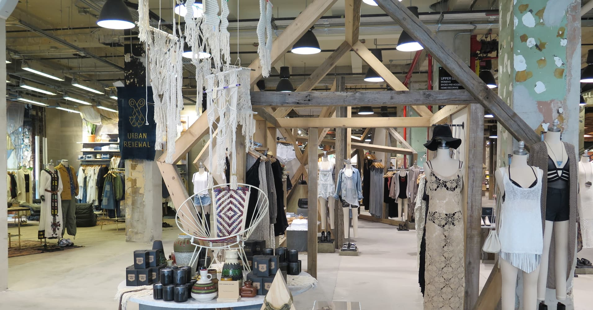 Urban outfitters goes big with new nyc store for Schaukelstuhl urban outfitters