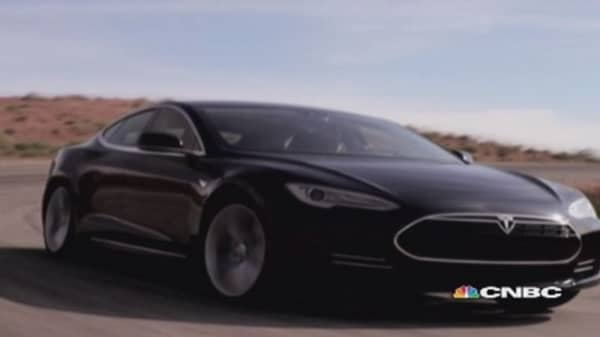 Tesla launches S-model in the UK