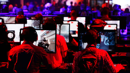 Gamers participate in a video game at the E3 Electronic Entertainment Expo in Los Angeles, June 12, 2013.