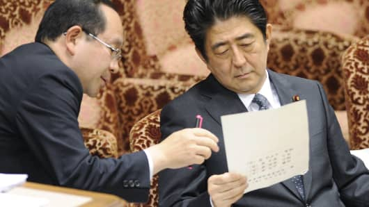 Japanese Prime Minister Shinzo Abe (R).