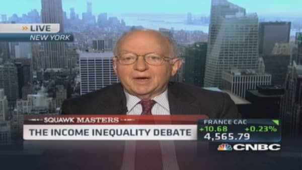 Feldstein: US should 'integrate minimum wage & welfare'