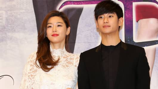 Actors Jeon Ji-Hyun and Kim Soo-Hyun play the lead roles in the Korean hit drama series 'My Love From The Stars'.