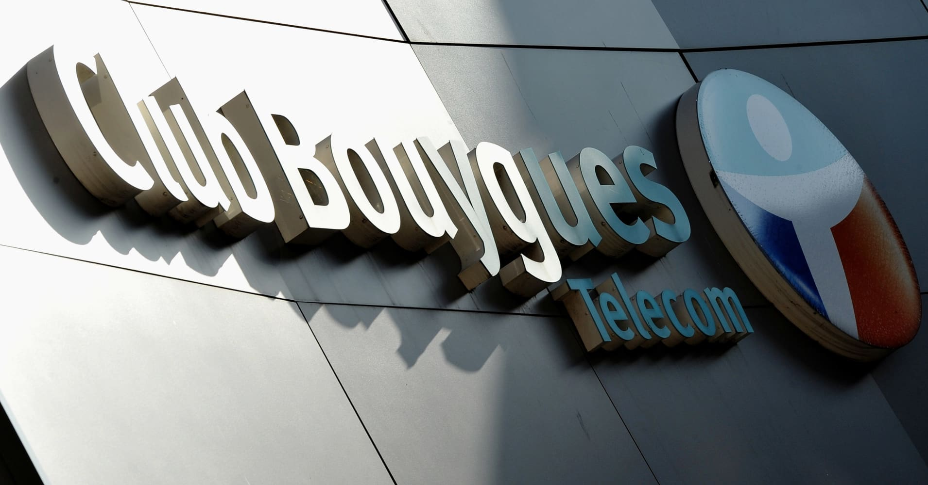 Bouygues keeps outlook as telecoms arms improves
