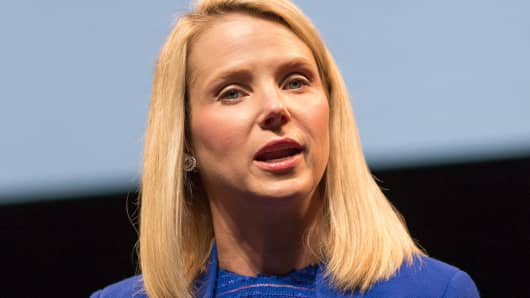 Yahoo CEO Mayer gives birth to identical twin girls