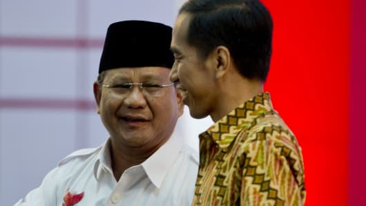 Indonesian presidential candidates Prabowo Subianto (L) and Joko Widodo (R).