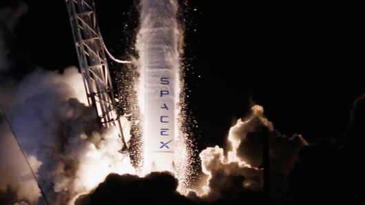 153783564JR029_SPACEX_LAUNC