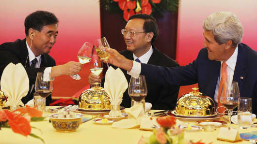 "China's Vice Premier Wang Yang (L) and State Councilor Yang Jiechi (C) share a toast with U.S. Secretary of State John Kerry (R) before a working lunch at the U.S.-China Strategic and Economic Dialogue known as the ""S&ED"" talks at the Diaoyutai State Guesthouse in Beijing, July 9, 2014."