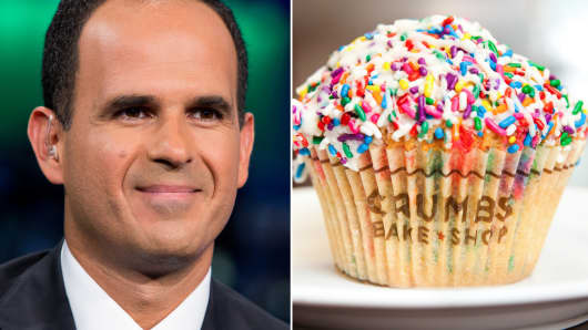 Marcus Lemonis plans to provide financing for the struggling cupcake chain as a prelude to an acquisition.