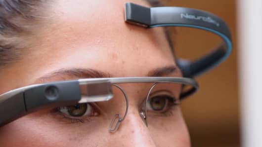 MindDRD connects Google Glass with a device that monitors brain activity.
