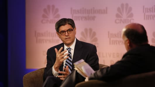 Treasury Secretary Jack Lew (l) talks with CNBC's Jim Cramer at the Delivering Alpha conference, July 16, 2014.