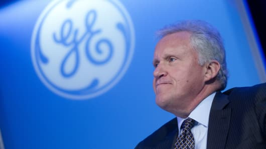 General Electric trades lower after missing profit forecasts