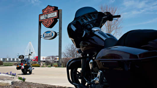 New Harley-Davidson motorcycles sit on display outside Starved Rock Harley-Davidson in Ottawa, Illinois, April 22, 2014.