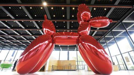 The sculpture 'Balloon Dog (Red)' (1994-2000) by artist Jeff Koons