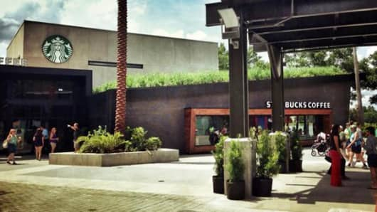 Starbucks in Orlando, Florida with grass roof.