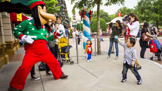 Tourists take picture with Goofy at the Hong Kong Disneyland.