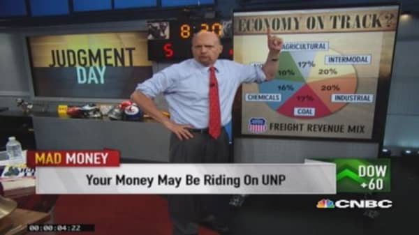 Cramer takes a ride on fast-rising Union Pacific