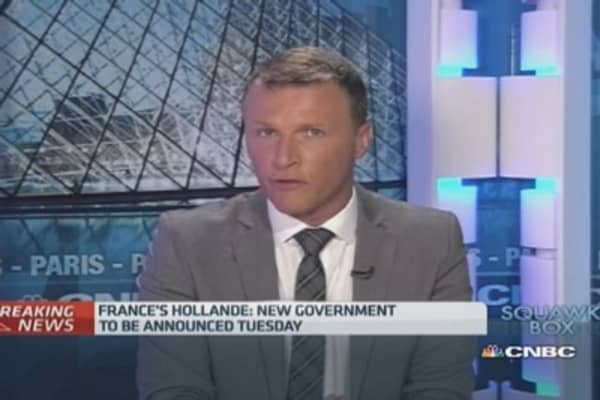 French PM Valls presents government resignation