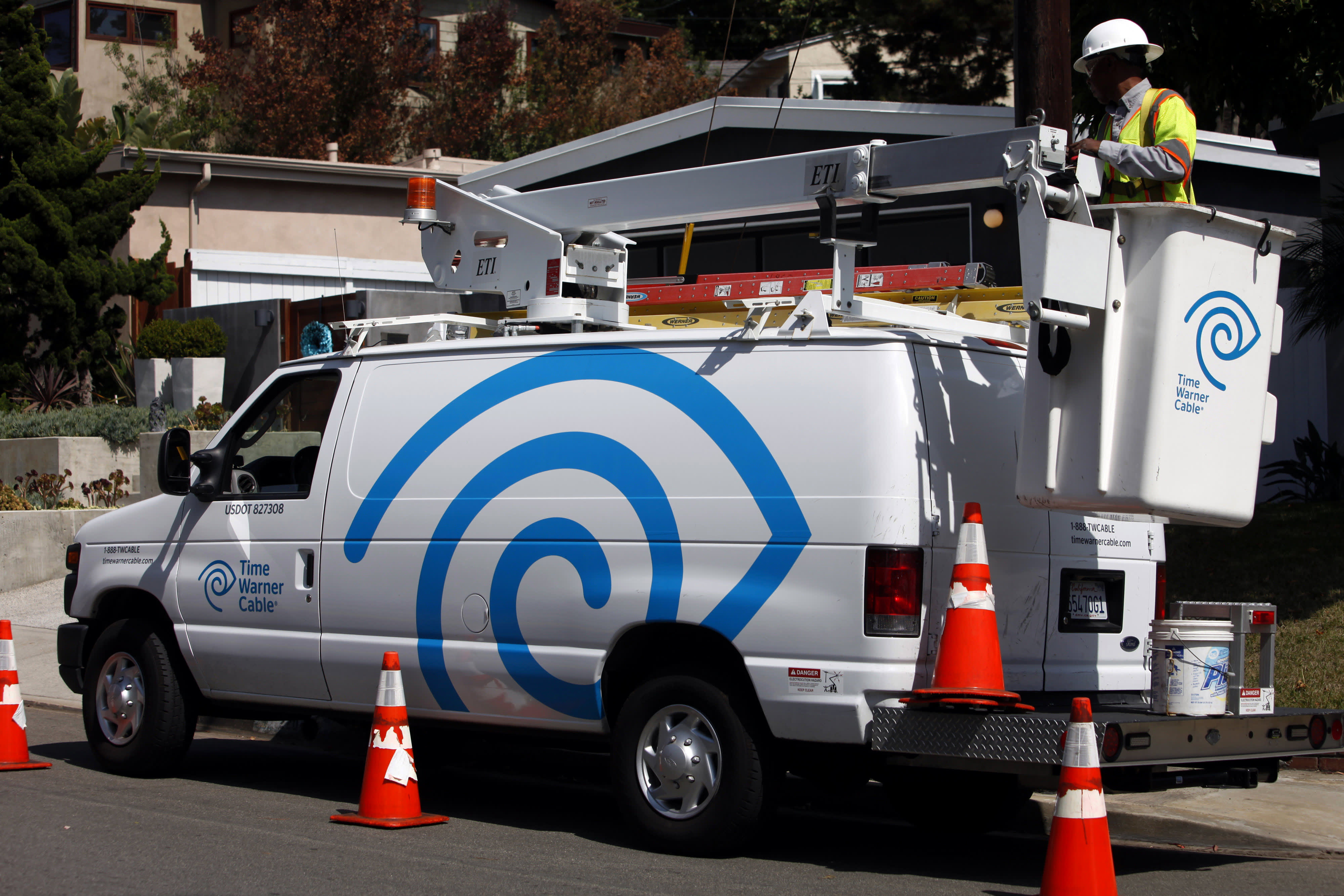 time warner cable technician