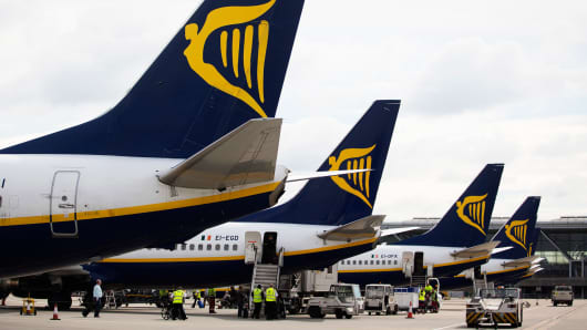 Ryanair warns on further staff disruptions, lower fares and Brexit uncertainty