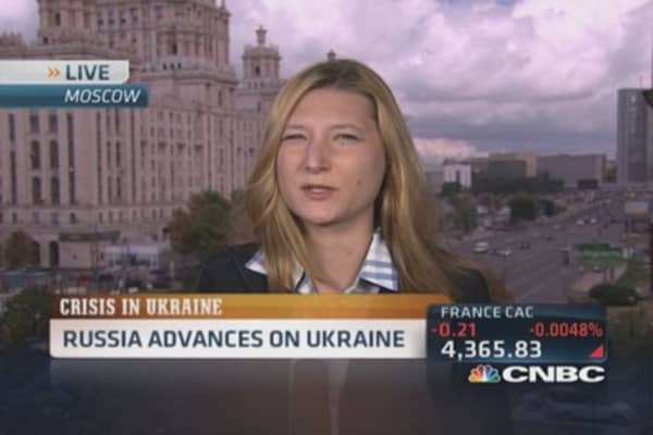 Russian forces advance on Ukraine