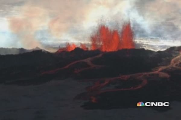 Icelandic volcano gushes lava, threatens to erupt