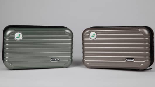 Eva Air's Rimowa amenity kits in Crytal Green and classic Prosecco colors