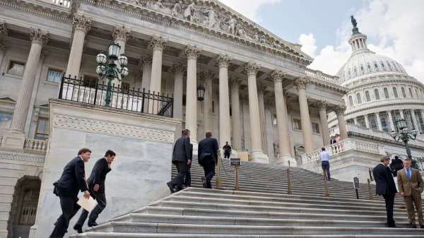 Congressmen entering Capitol Hill, Congress, Representatives