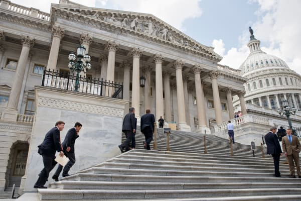Congressmen entering Capitol Hill, Congress, Representatives