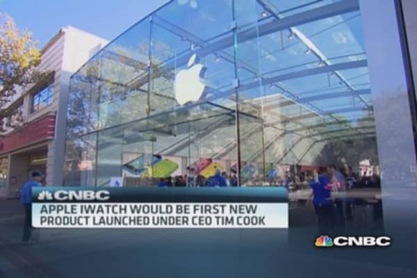 Investors await new Apple devices