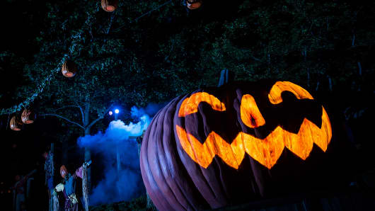 "Busch Gardens parks in Virginia and Florida will morph into ""Terror-tories"" with six haunted houses for Halloween."