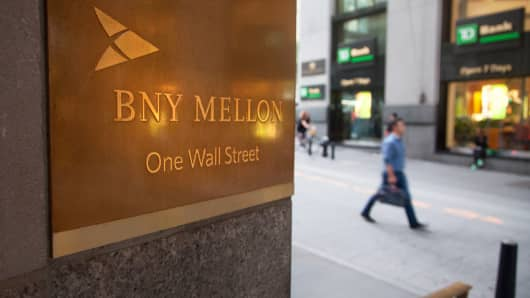 BNY Mellon sees asset servicing fees growth