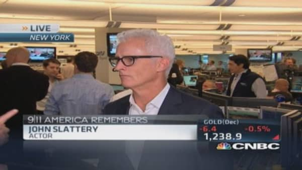 John Slattery helps Cantor Charity Day