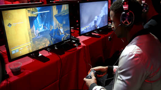 Football player Earl Thomas plays Destiny at the game's launch in Seattle.