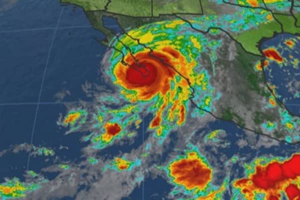 Hurricane Odile slams into upscale Mexican resort city