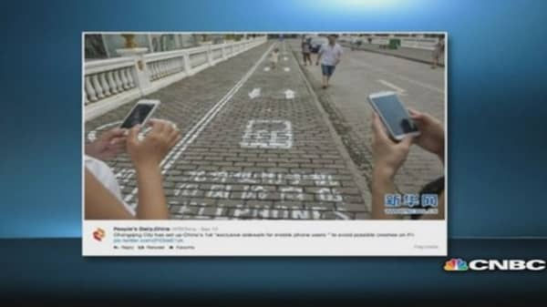 Mobile users get designated sidewalk lanes in China