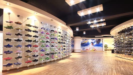 Ultrasonic shoe company showroom.