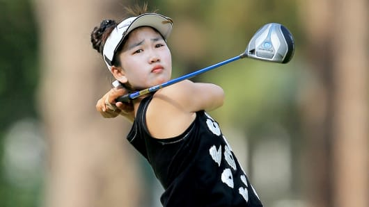 Lucy Li watches her tee shot on the 18th hole during the second round of the 69th U.S. Women's Open in Pinehurst, North Carolina, June 20, 2014.